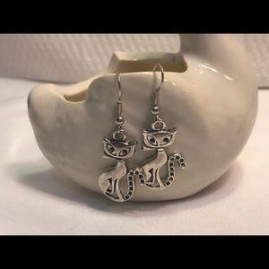 Jewelry - 💐Kitty Cat wire hook earrings.
